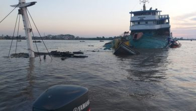 Photo of Kapal pengangkut 1.100 ton pupuk urea karam di Sungai-Kapuas